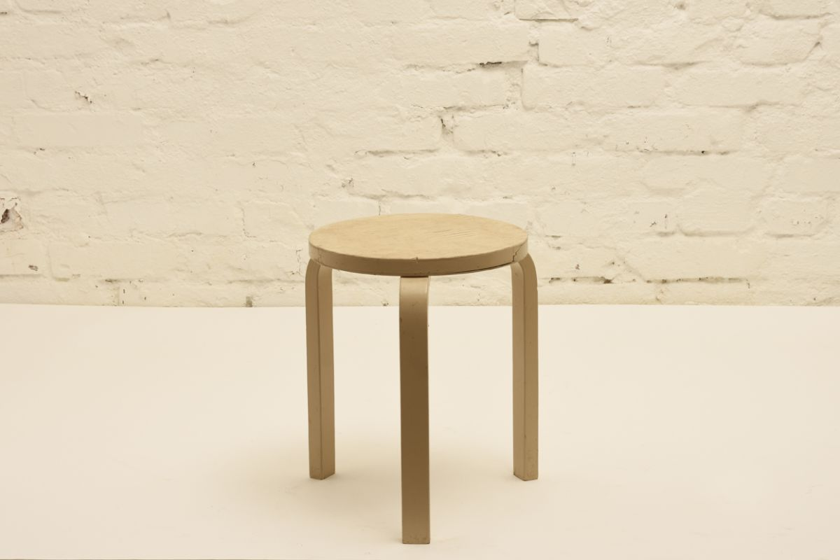 Aalto-Alvar_Stool-60-white-paint-worn