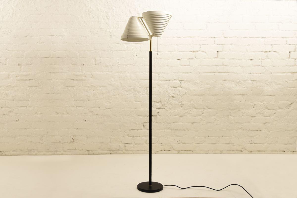 Aalto-Alvar_Floorlamp-A810-worn