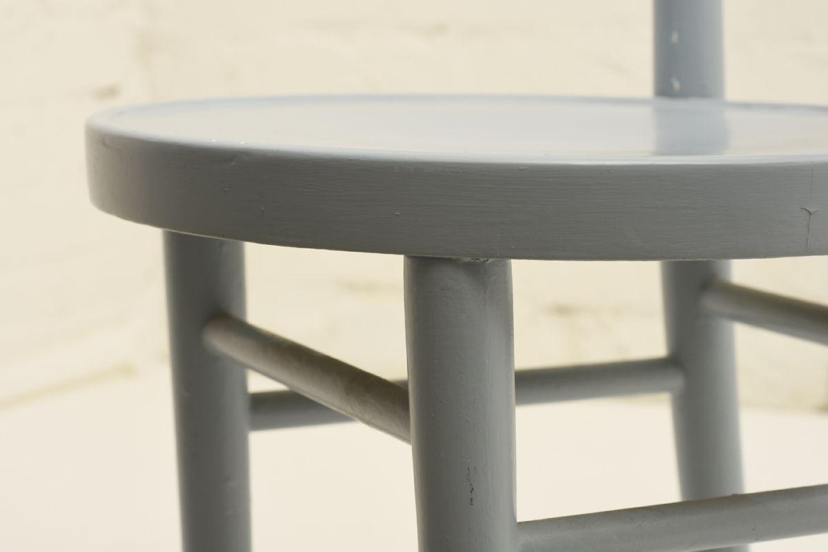 West-Verner_Hugging-Chair-Light-Blue_detail2