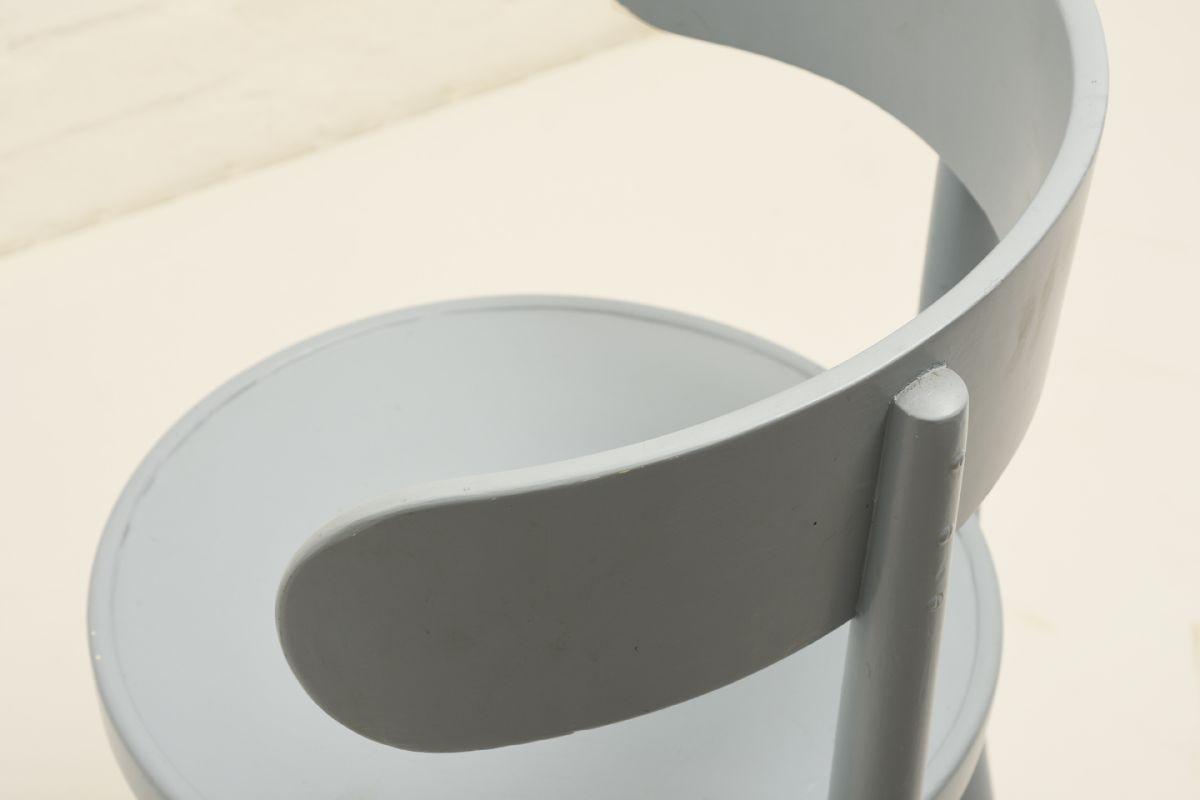 West-Verner_Hugging-Chair-Light-Blue_detail1