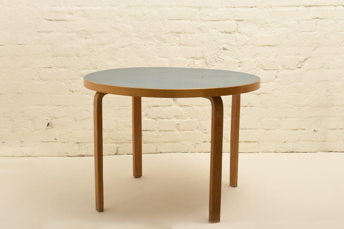Aalto-Alvar_Blue-Linoleum-round-table