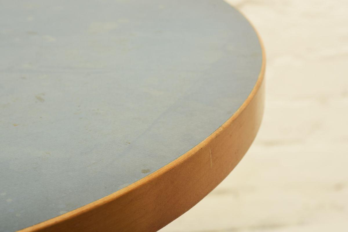 Aalto-Alvar_Blue-Linoleum-round-table_detail1