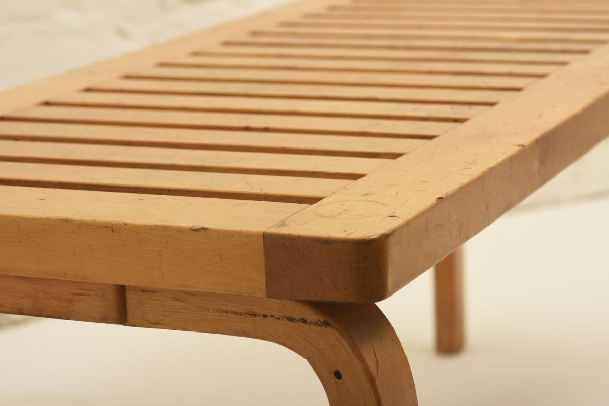 Aalto-Alvar_Bench-153_detail1