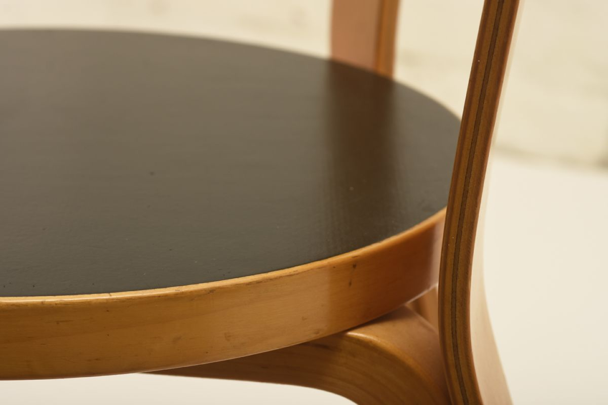 Aalto_Chair-66-black-linoleum_detail2