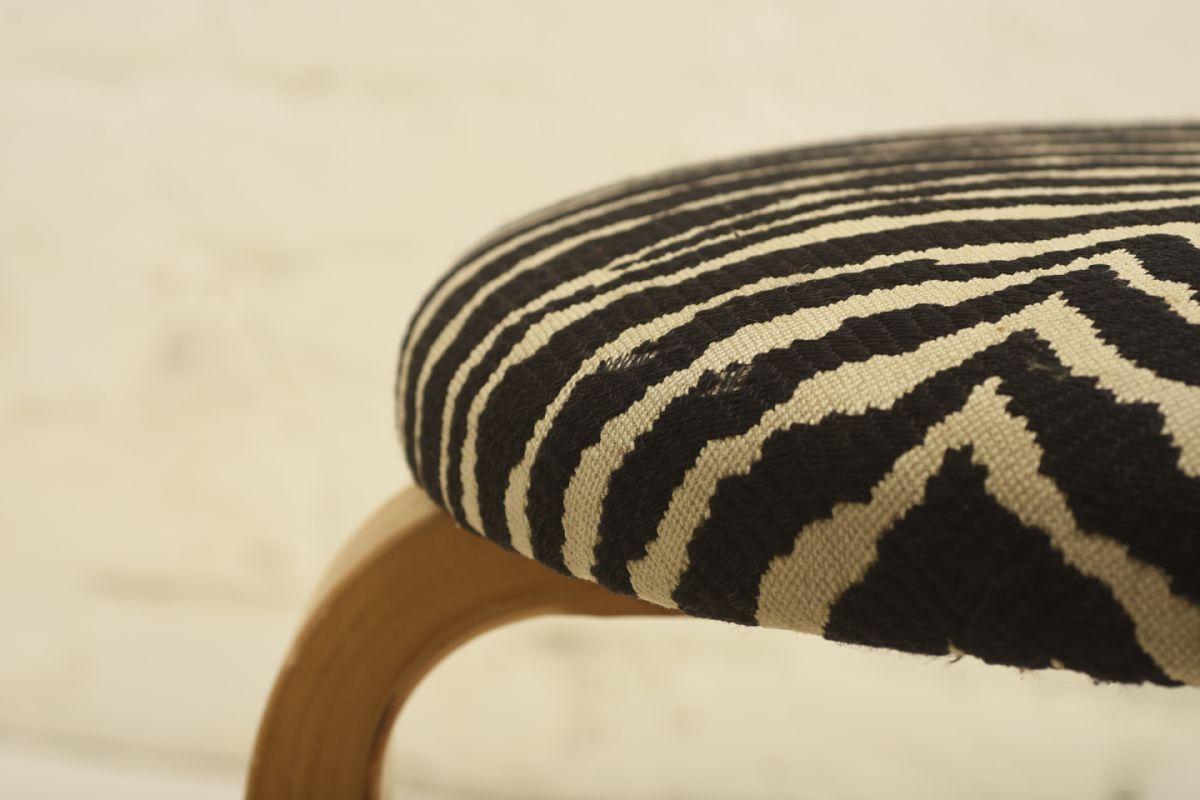 Aalto-Alvar_stool-zebra-fabric_detail1