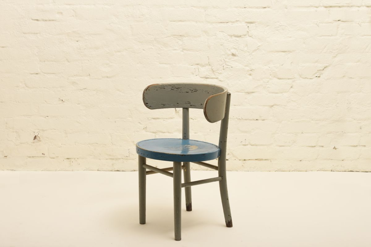 West-werner_Hugging-Chair-Blue-Paint