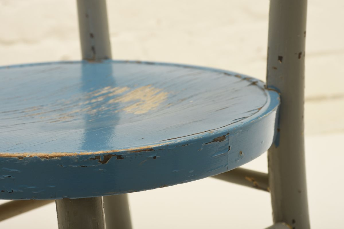 West-werner_Hugging-Chair-Blue-Paint_detail3