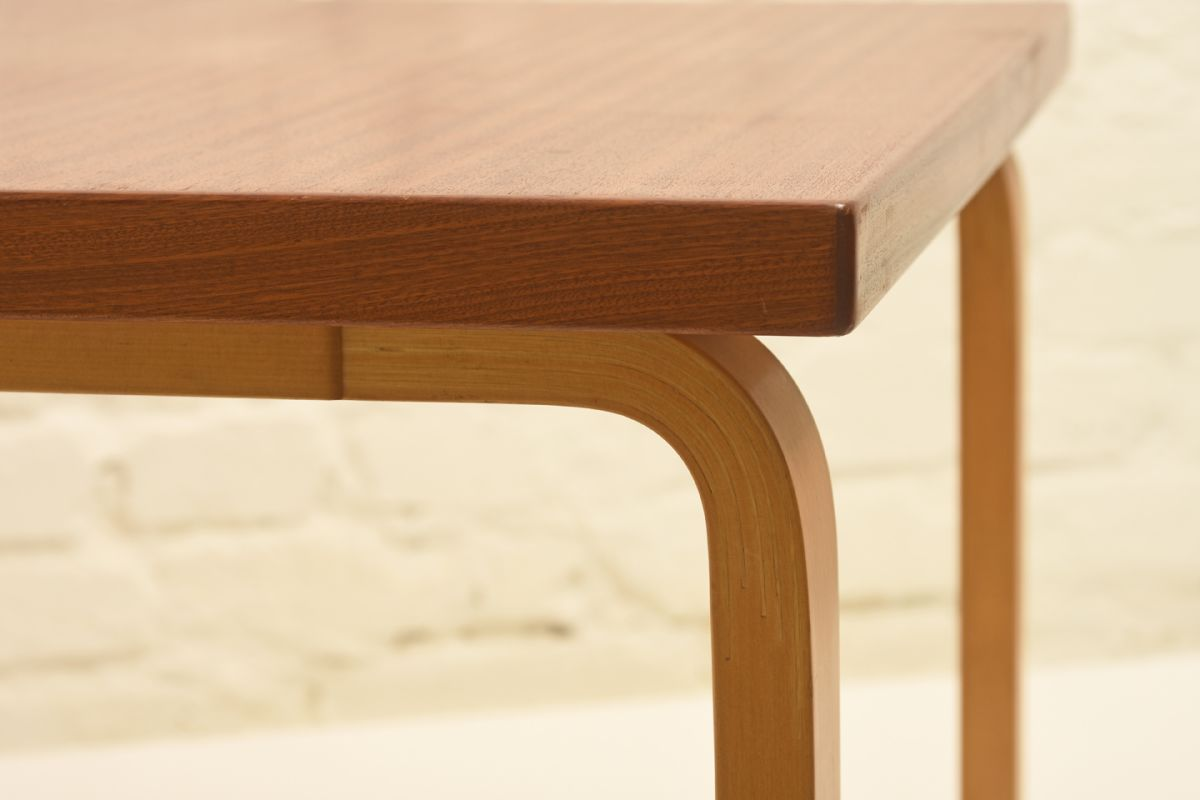 Aalto-Alvar_Side-Table-Mahogany-high_detail1