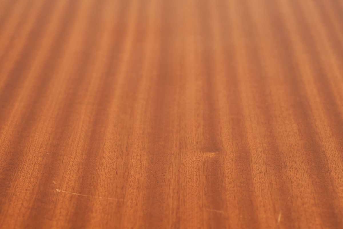 Aalto-Alvar_Side-Table-Mahogany-high_detail2