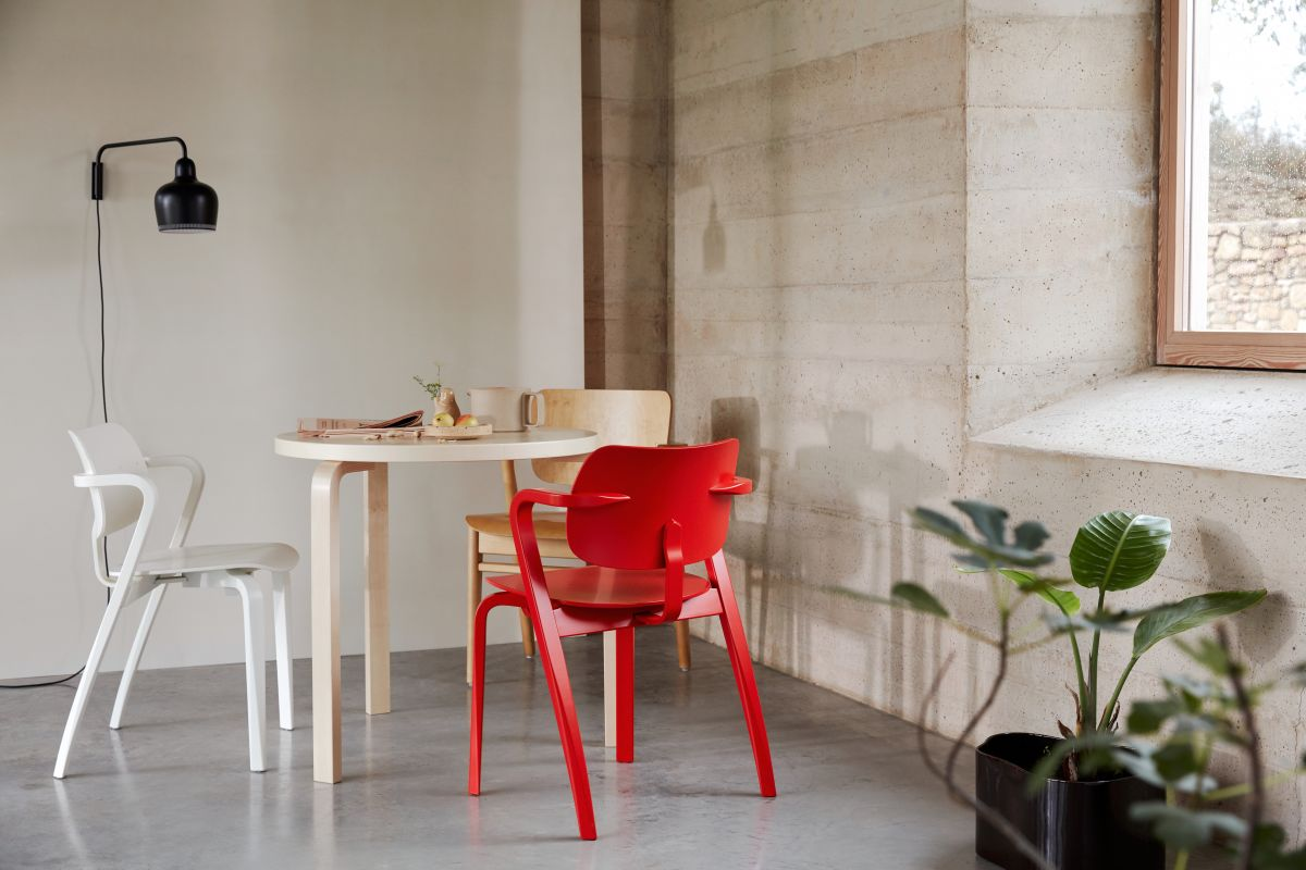 Aslak_Chair_Table_90B_A330S_Wall_Light_photo_Mikko_Ryhanen-3192739