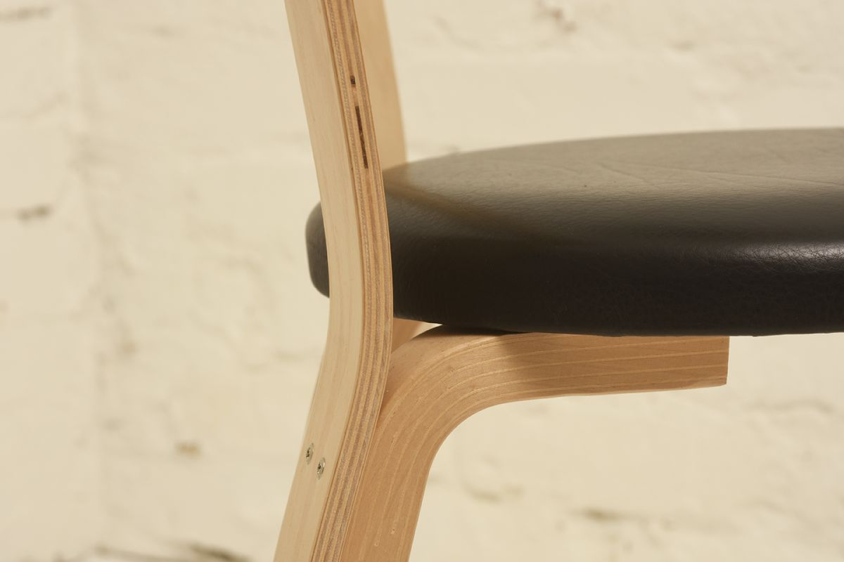 Aalto-Alvar_Chair-66-black-leather_detail1