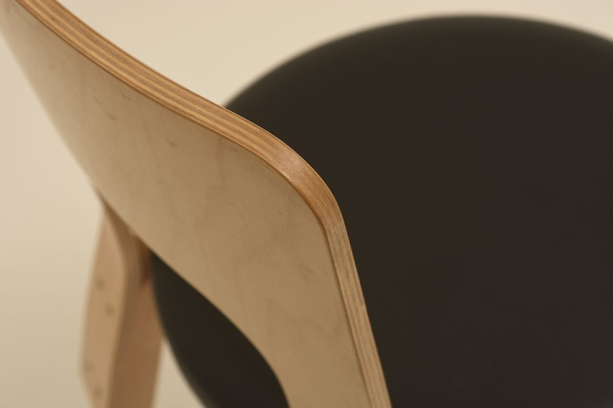 Aalto-Alvar_Chair-66-black-leather_detail3