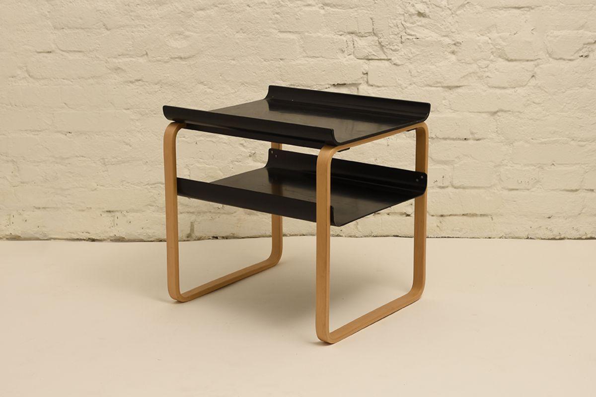 Alvar-Aalto_Side-table-915-black
