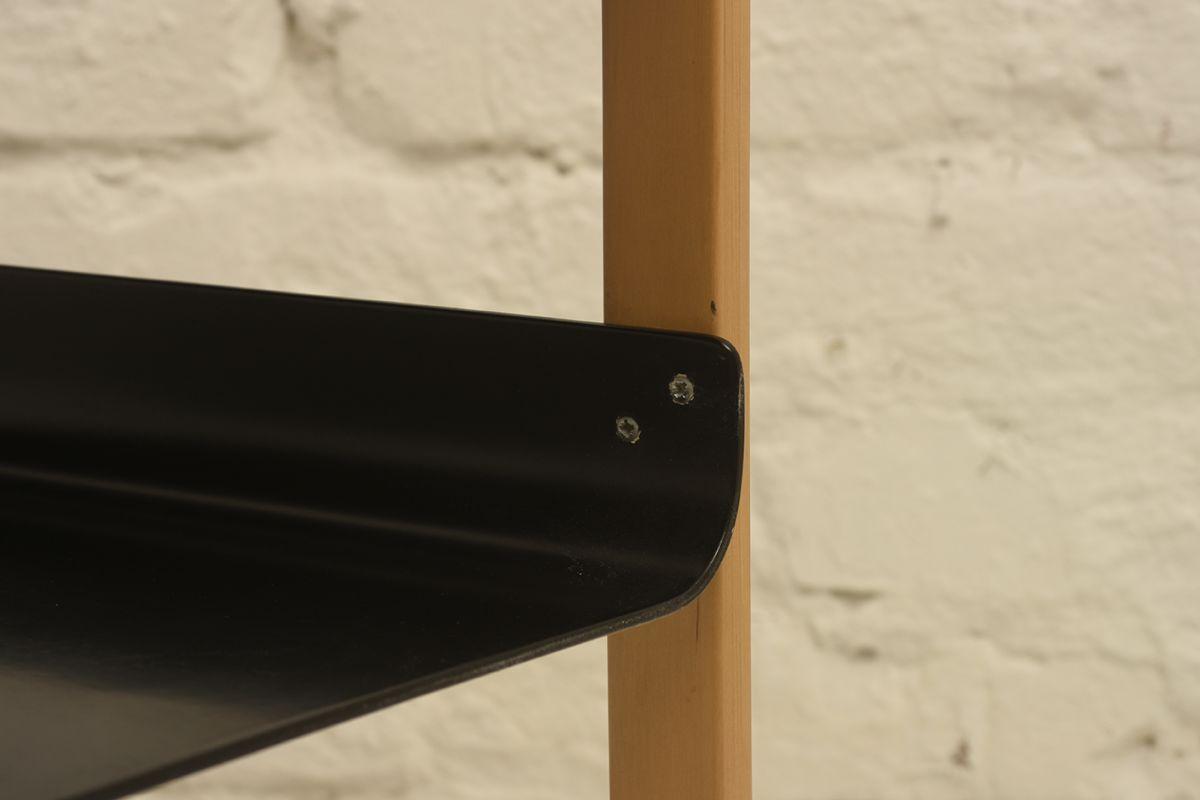 Alvar-Aalto_Side-table-915-black_detail1