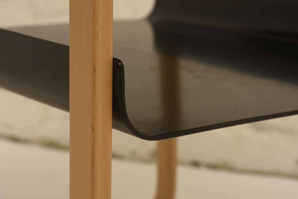 Alvar-Aalto_Side-table-915-black_detail2