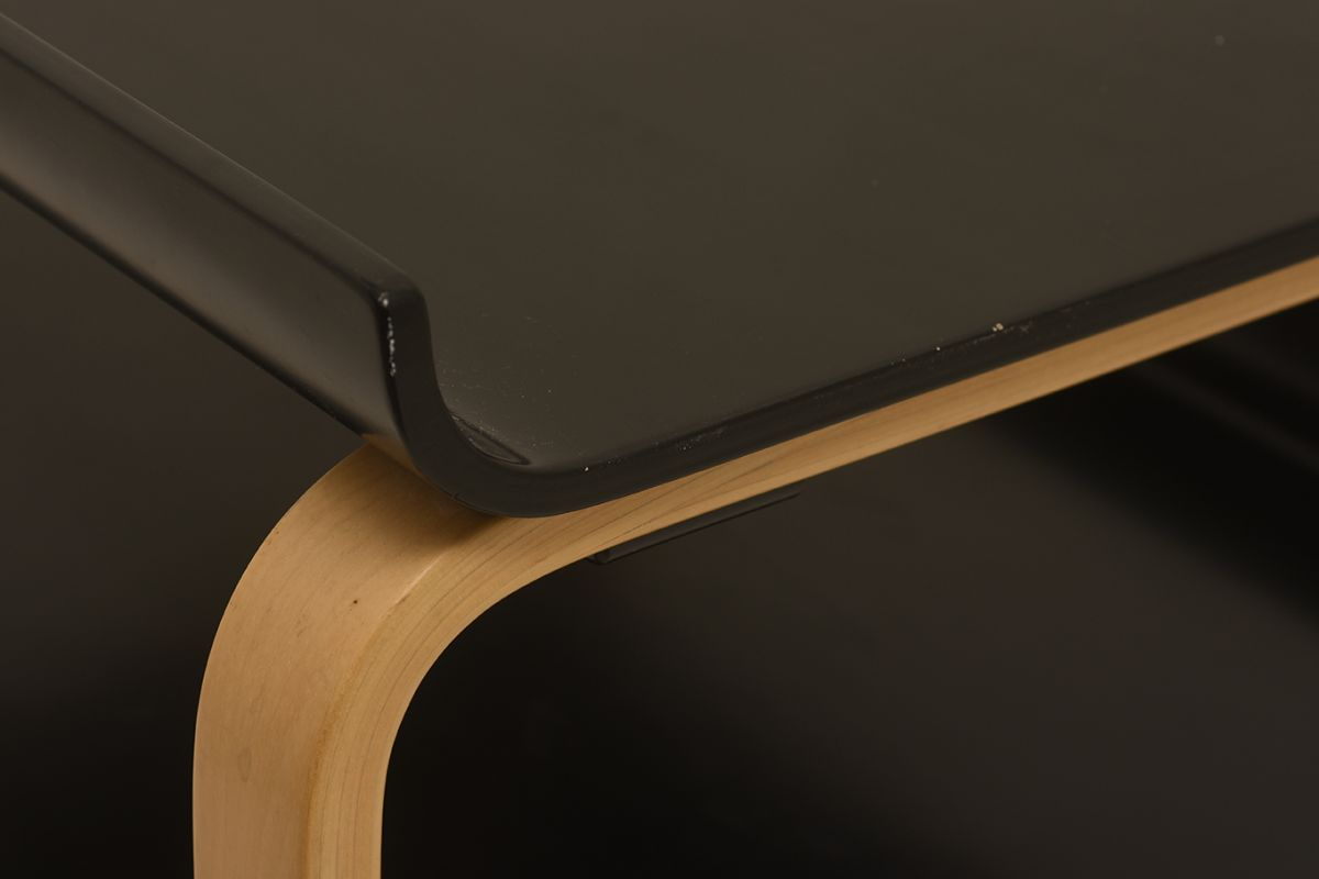 Alvar-Aalto_Side-table-915-black_detail3
