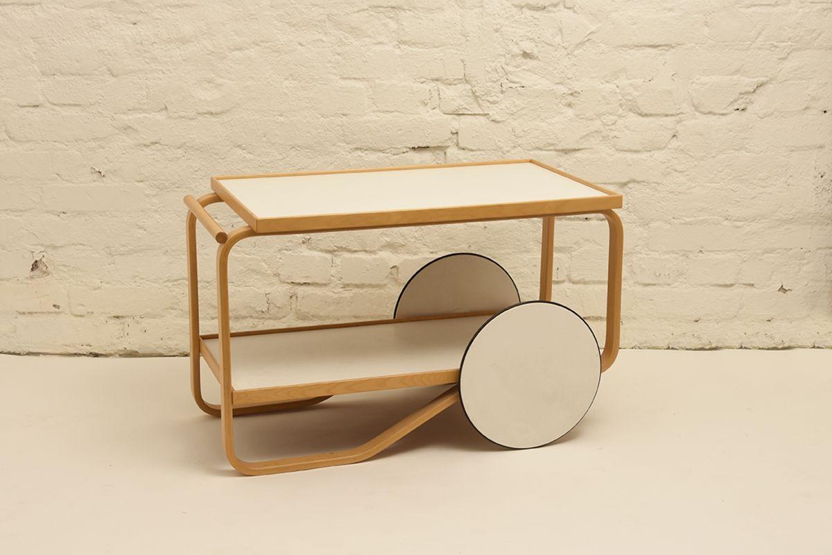 Alvar-Aalto-Tea-trolley-901_white