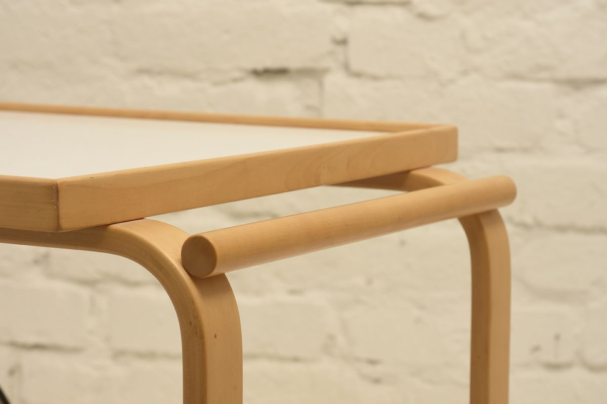 Alvar-Aalto-Tea-trolley-901_white_detail1