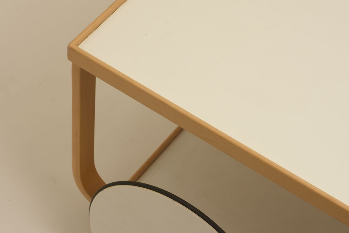 Alvar-Aalto-Tea-trolley-901_white_detail2