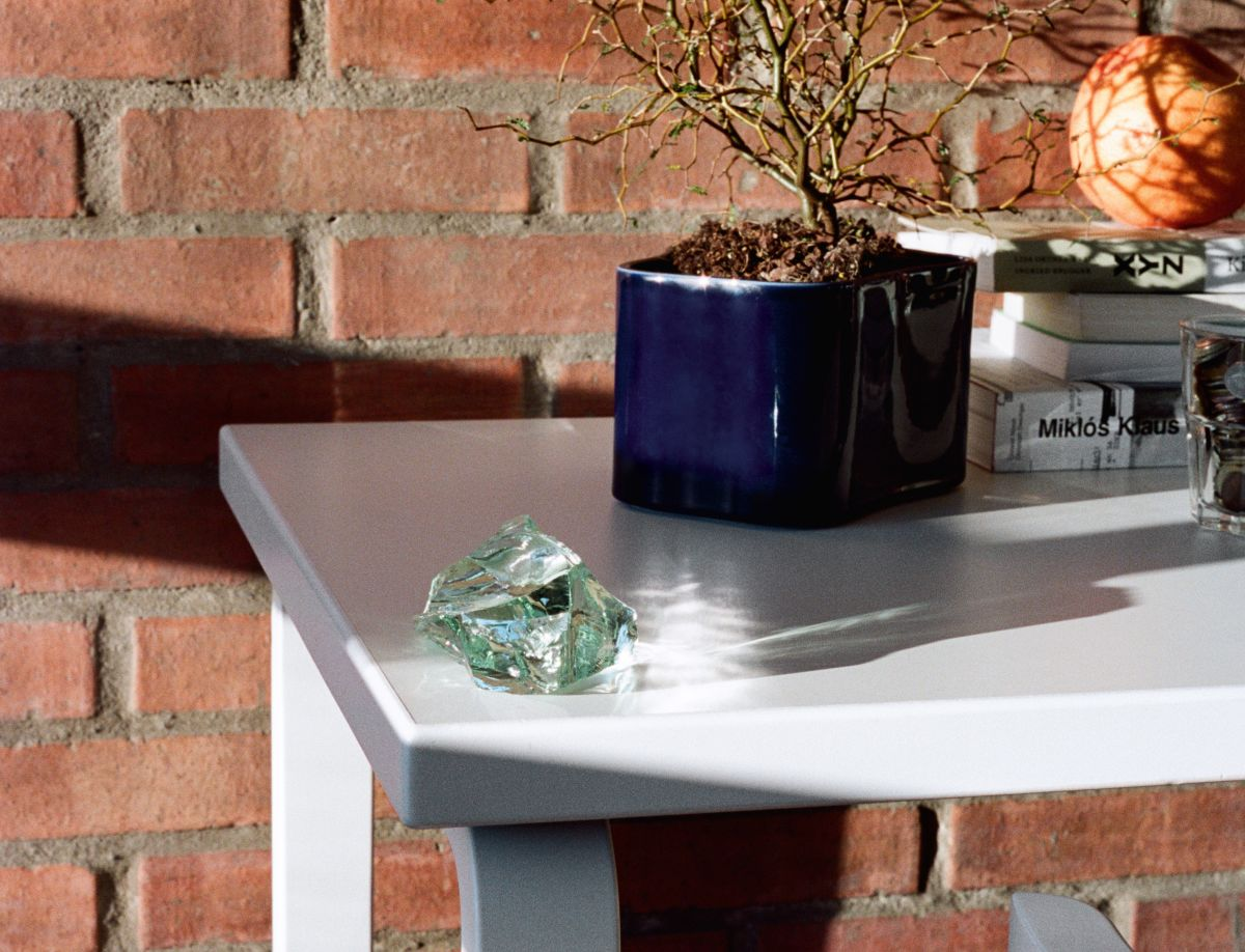 1840131_Riihitie-Plant-Pot-A-small-blue-Aalto-Table-rectangular-80A_master