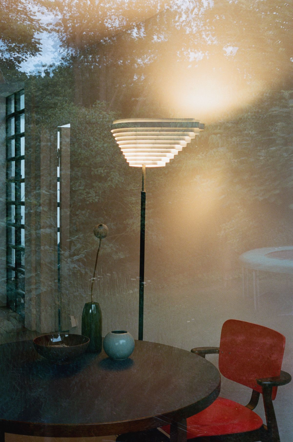 Floor_Light_A810_Angel_Wing_Domus_Chair_Aalto_Table_round_walnut_stain_1