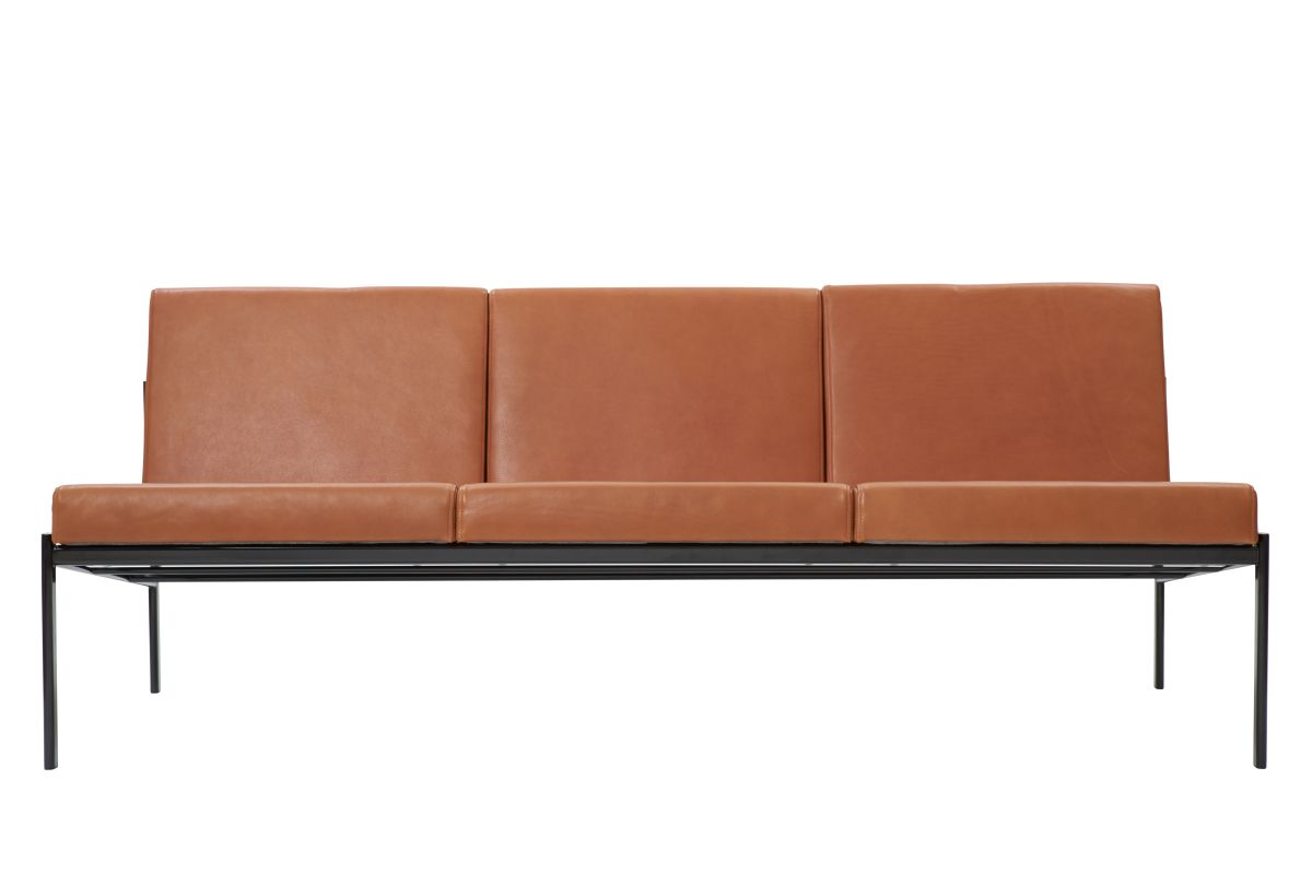 Kiki Sofa 3-Seater_leather_sorensen_walnut_WEB