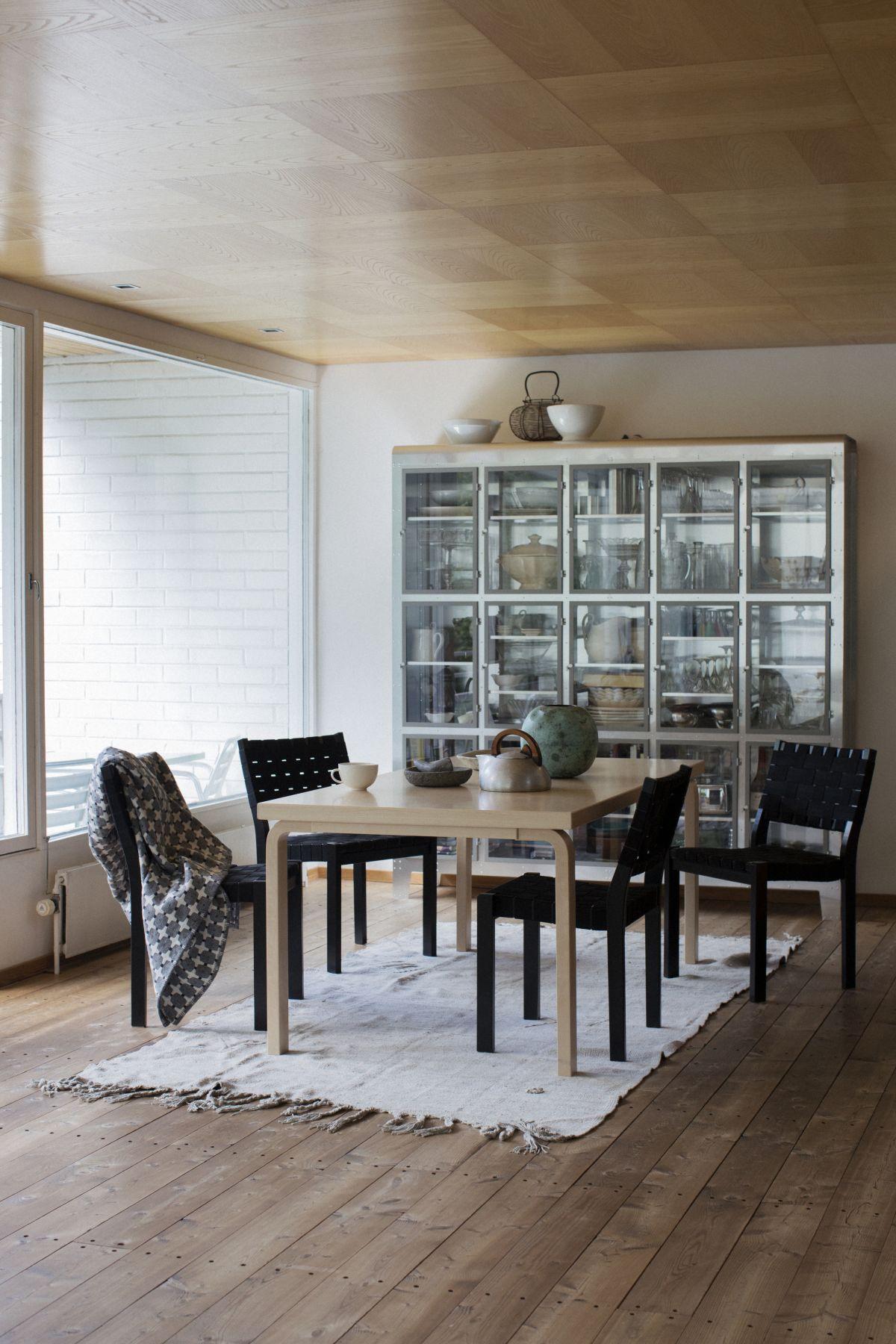 Chair 611 black Aalto Table rectangular