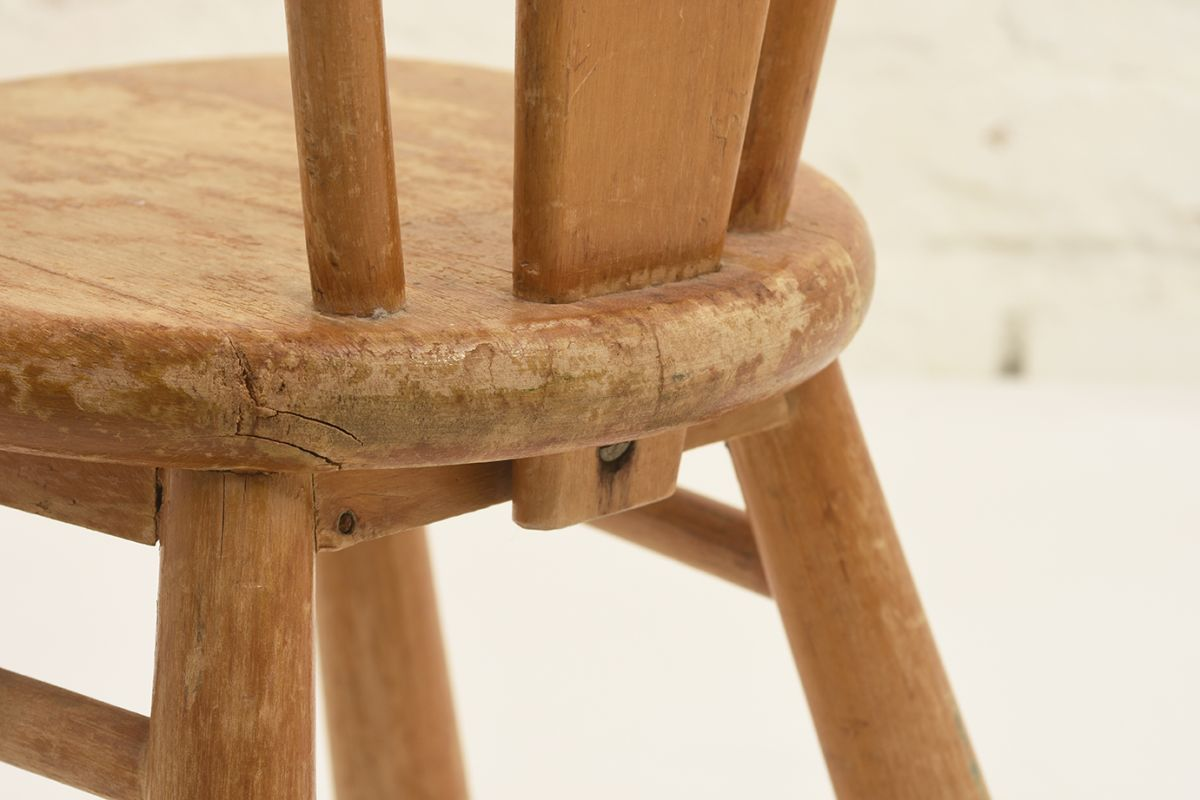 Solidwood-Kids-Chair_detail3