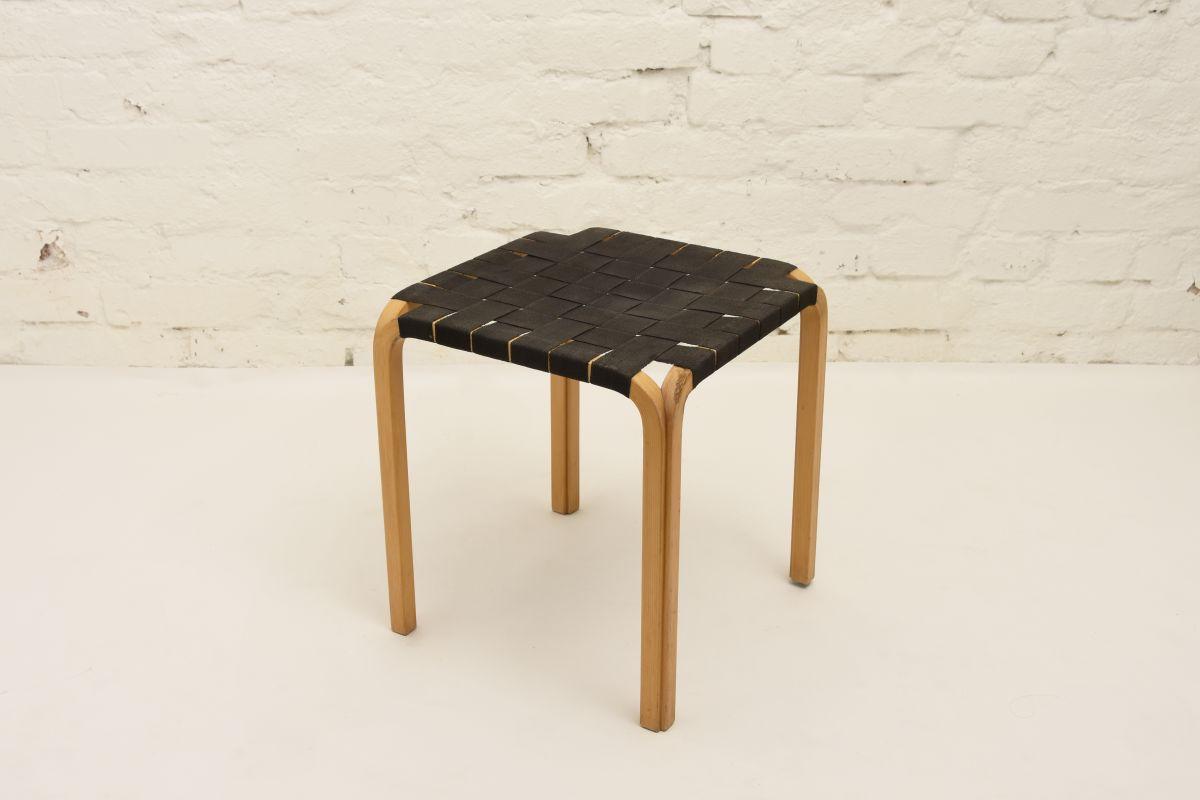 Aalto-Alvar-Y61-Stool-black