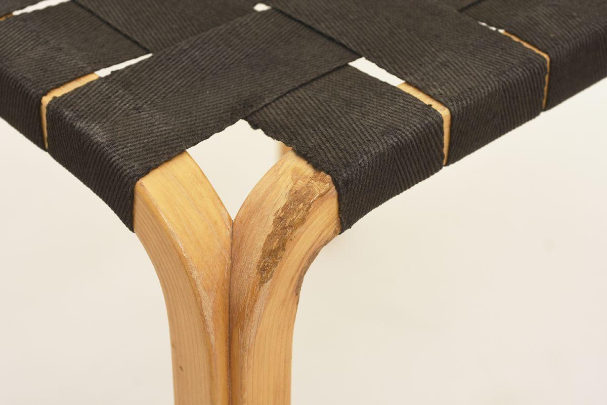 Aalto-Alvar-Y61-Stool-black_detail1