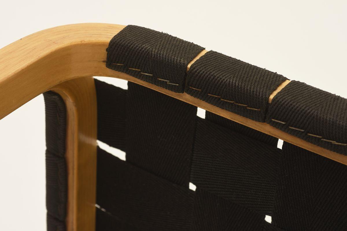 Aalto-Alvar-Y61-Stool-black_detail3