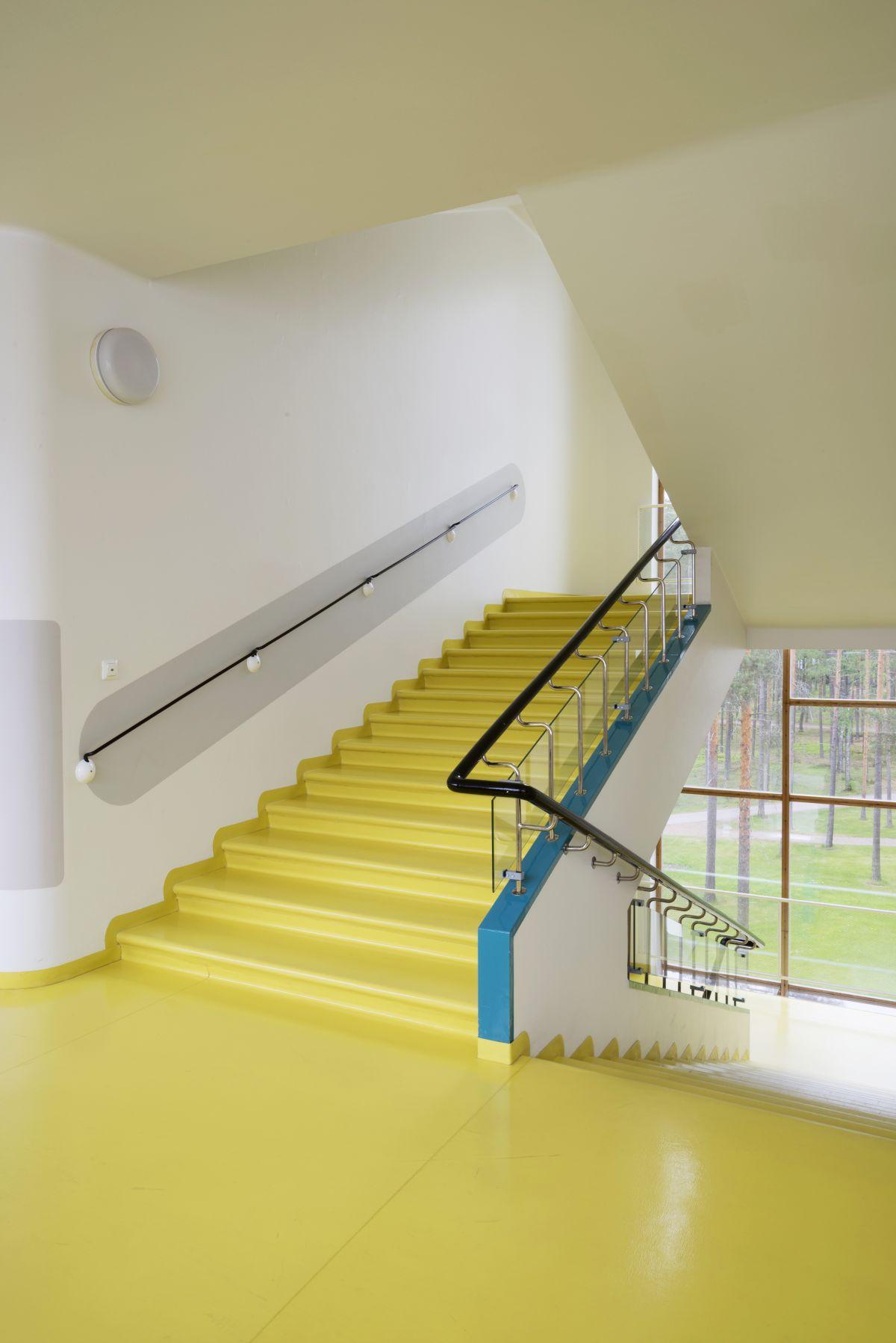 1846933_Paimio-Sanatorium-staircase