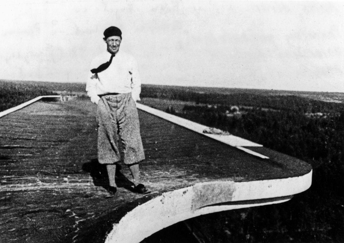 1846885_Paimio-Sanatorium-Alvar-Aalto-on-the-roof_master