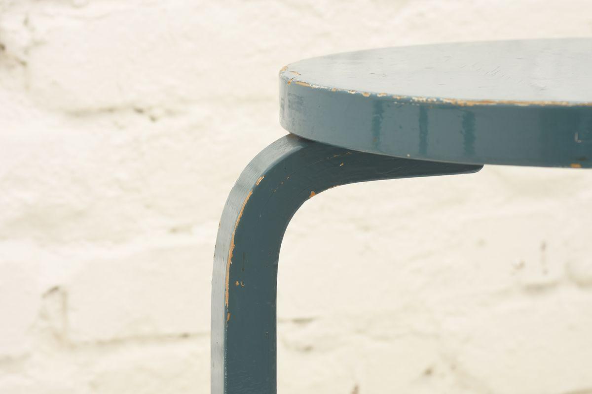 Aalto-Alvar-Stool60-turquoise-blue_detail3