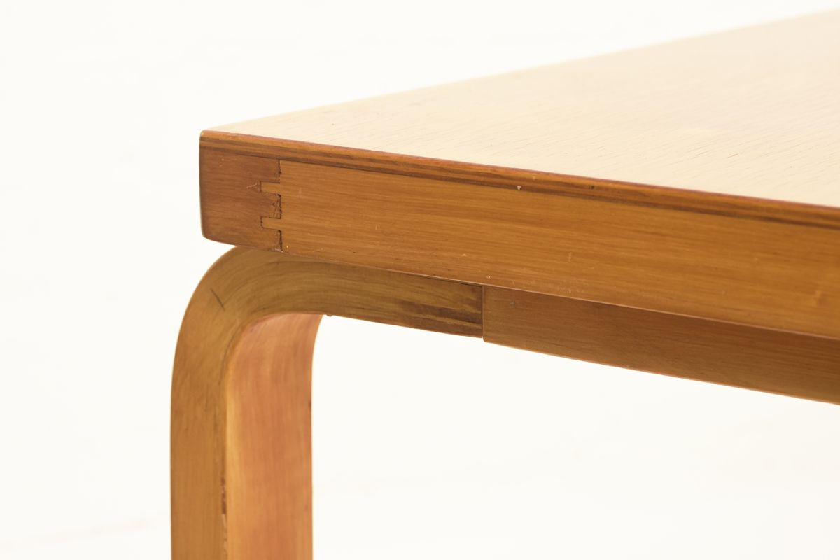 Aalto-Alvar-Sofa-Table-square_detail2