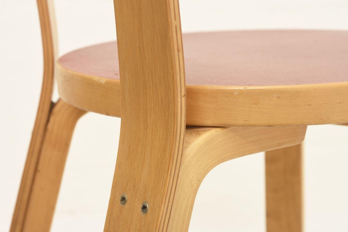 Aalto-Alvar-Chair65-Red-Linolium_detail4