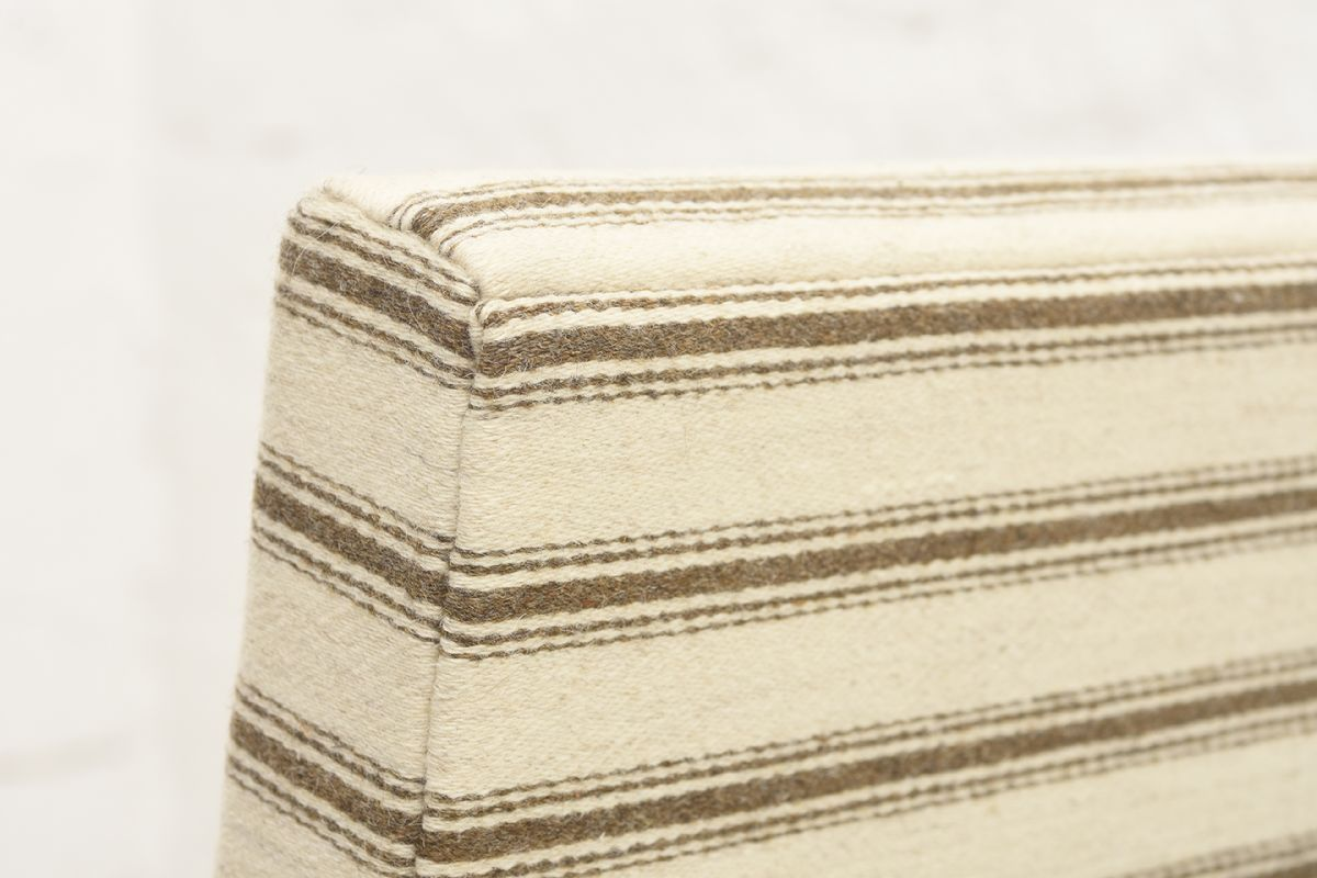 Aalto-Alvar-Early-Hallway-Chair-Wool_detail2