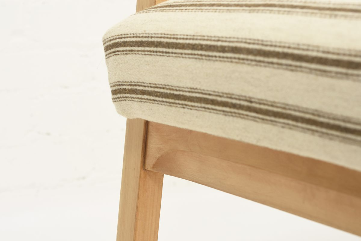 Aalto-Alvar-Early-Hallway-Chair-Wool_detail5