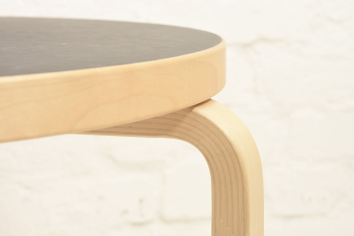 Aalto-Alvar-90b-Coffee-Table-Back_detail3