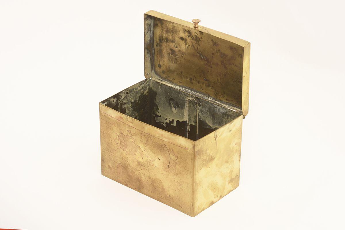 Tynell-Paavo-Brass-Box-Lidded_detail1