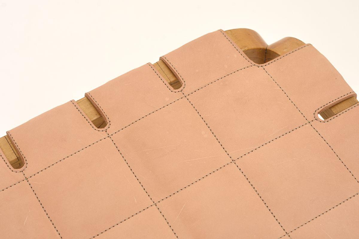 Aalto-Alvar-Stool-Y61-Natural-Leather_detail1