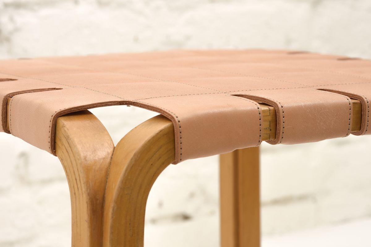 Aalto-Alvar-Stool-Y61-Natural-Leather_detail3