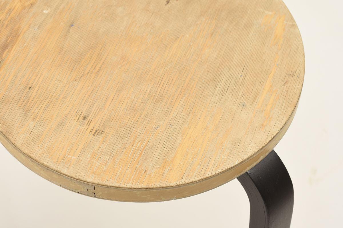 Aalto-Alvar-Stool60-Birch-Black_detail1