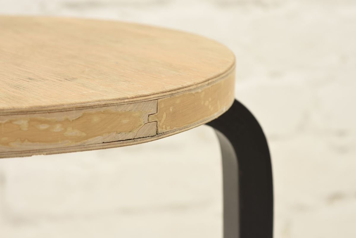 Aalto-Alvar-Stool60-Birch-Black_detail2
