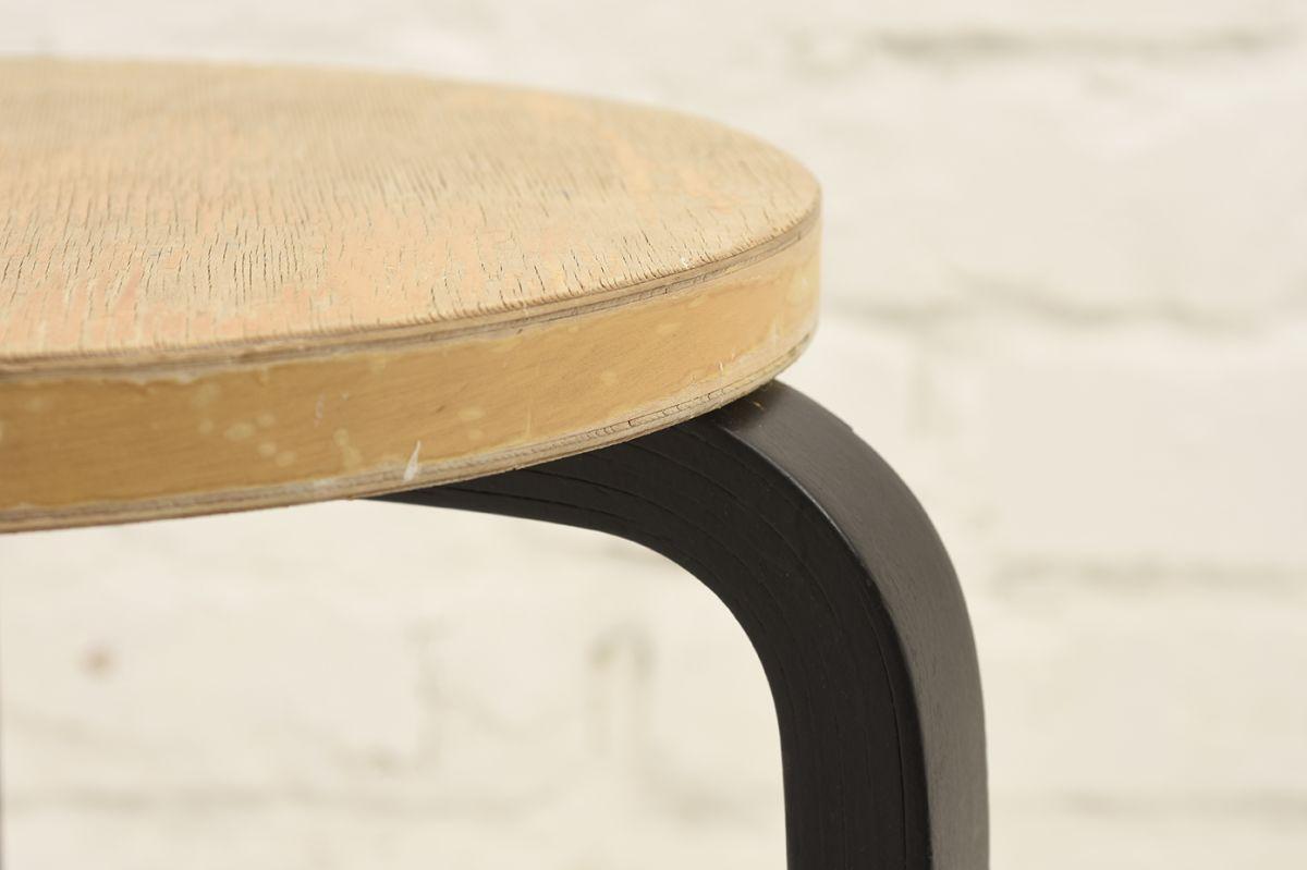 Aalto-Alvar-Stool60-Birch-Black_detail3