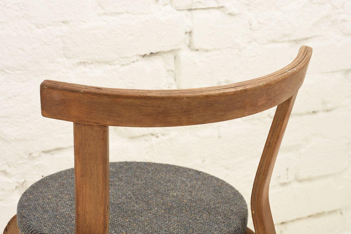 Aalto-Arvar-Chair68-Gray-Fabric-Seat_detai2
