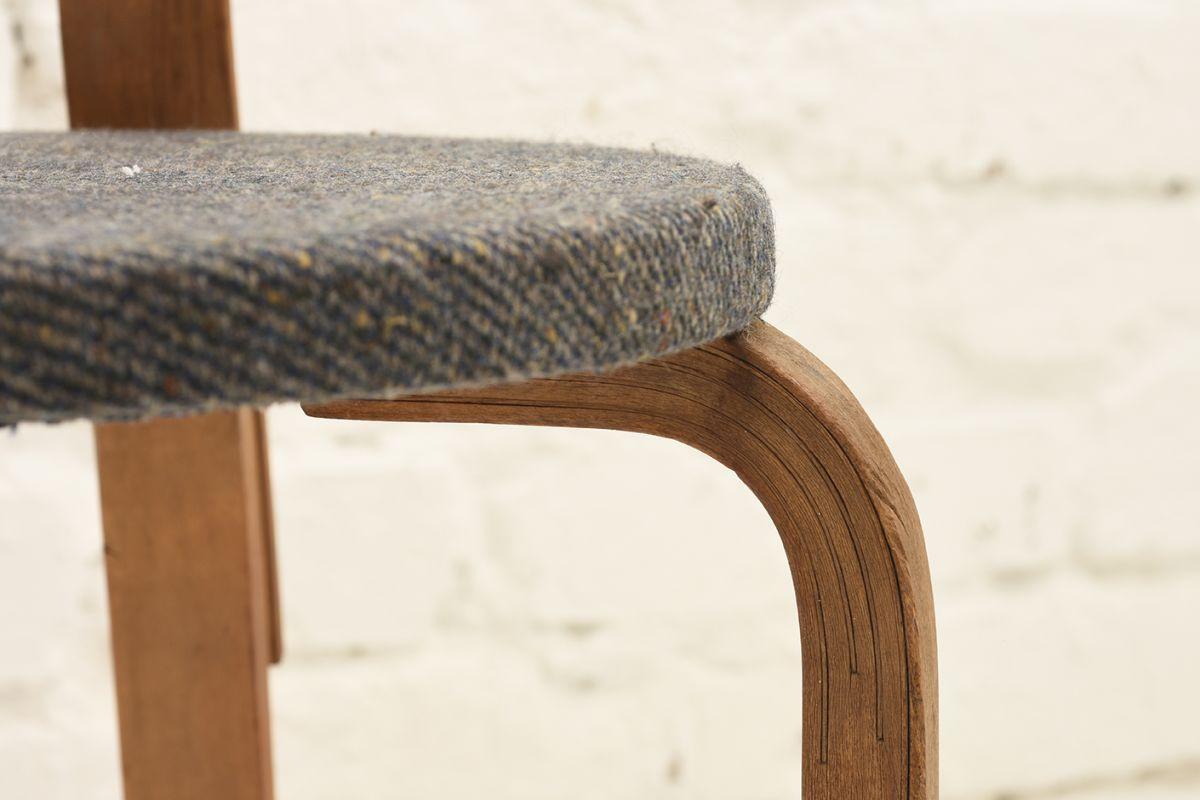 Aalto-Arvar-Chair68-Gray-Fabric-Seat_detai4