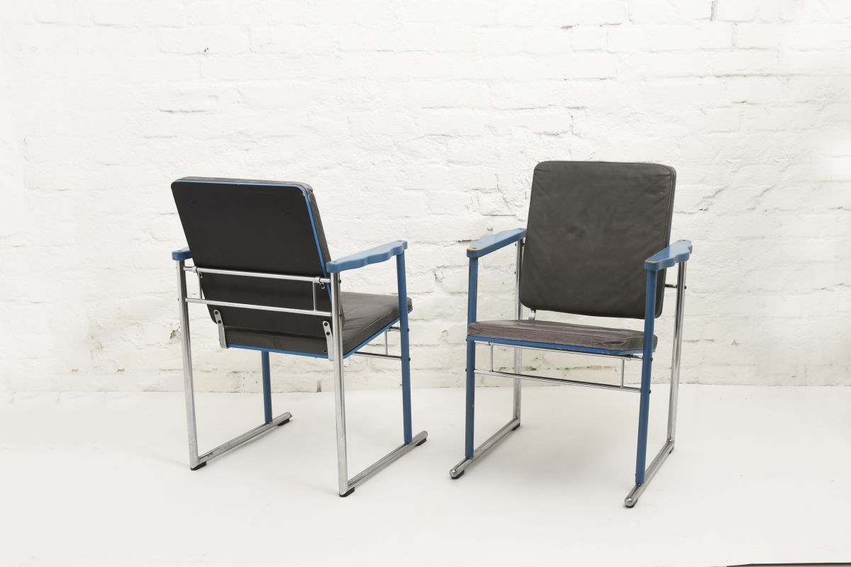 Kukkapuro-Yrjö-Armchair-Blue-Leather