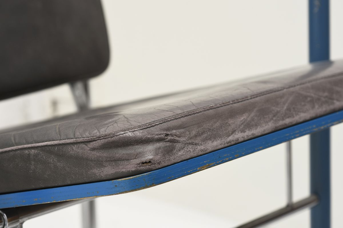 Kukkapuro-Yrjö-Armchair-Blue-Leather_detail7