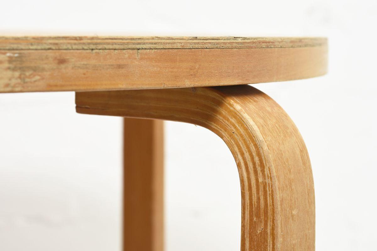Aalto-Alvar-Club-Table-Birch_d72.5_detail5